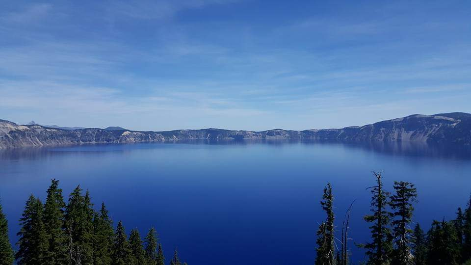 Crater lake USA road trip girl about europe